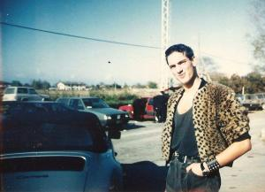 Tony Luke in zona faro a Jesolo mentre si muove nella movida di fine anni '80